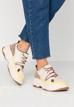INDICATOR - Zapatillas - offwhite