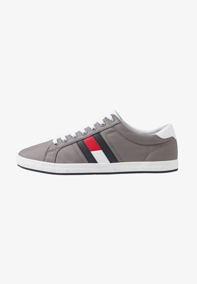 Tommy Hilfiger - ESSENTIAL FLAG DETAIL - Trainers - light grey