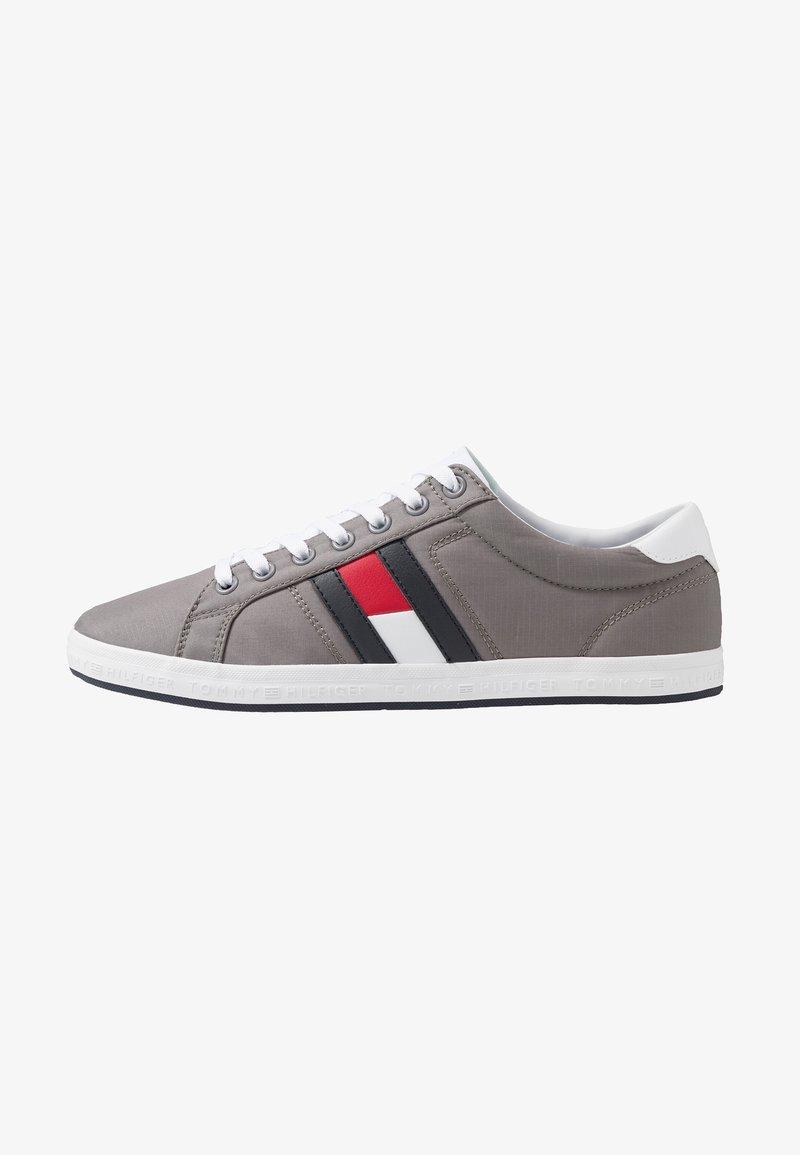 Tommy Hilfiger - ESSENTIAL FLAG DETAIL - Sneaker low - light grey