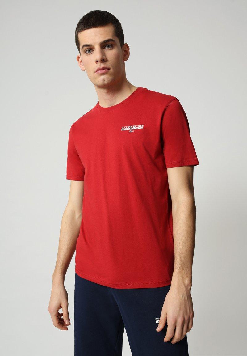 Napapijri - S-ICE SS - Print T-shirt - old red
