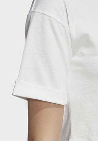 adidas Originals - CROP TOP - Print T-shirt - white - 5