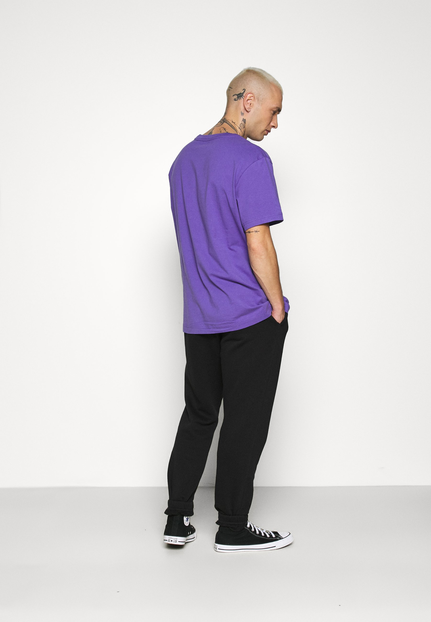 Weekday RELAXED  - Basic T-shirt - purple uMCPp