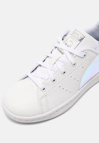 adidas Originals - STAN SMITH UNISEX - Sneakers laag - white - 4