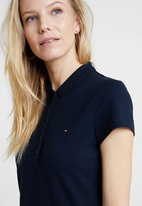 Tommy Hilfiger - HERITAGE SLIM DRESS - Sukienka letnia - midnight - 3