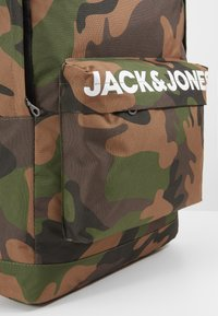 Jack & Jones Junior - JACCHAD BACKPACK - Reppu - forest night - 2