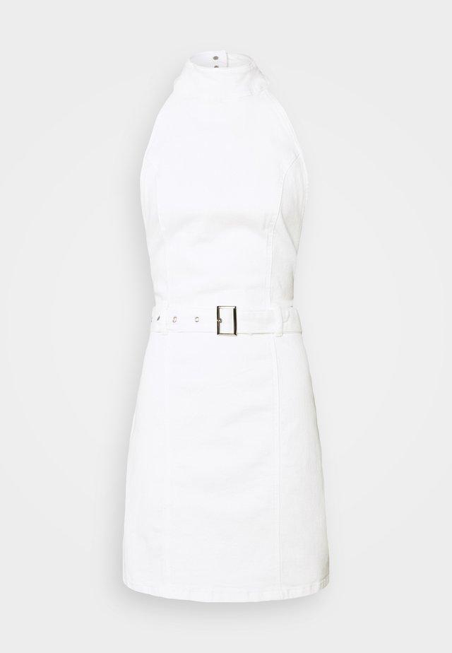 HIGH NECK BELTED DRESS - Jeansklänning - white