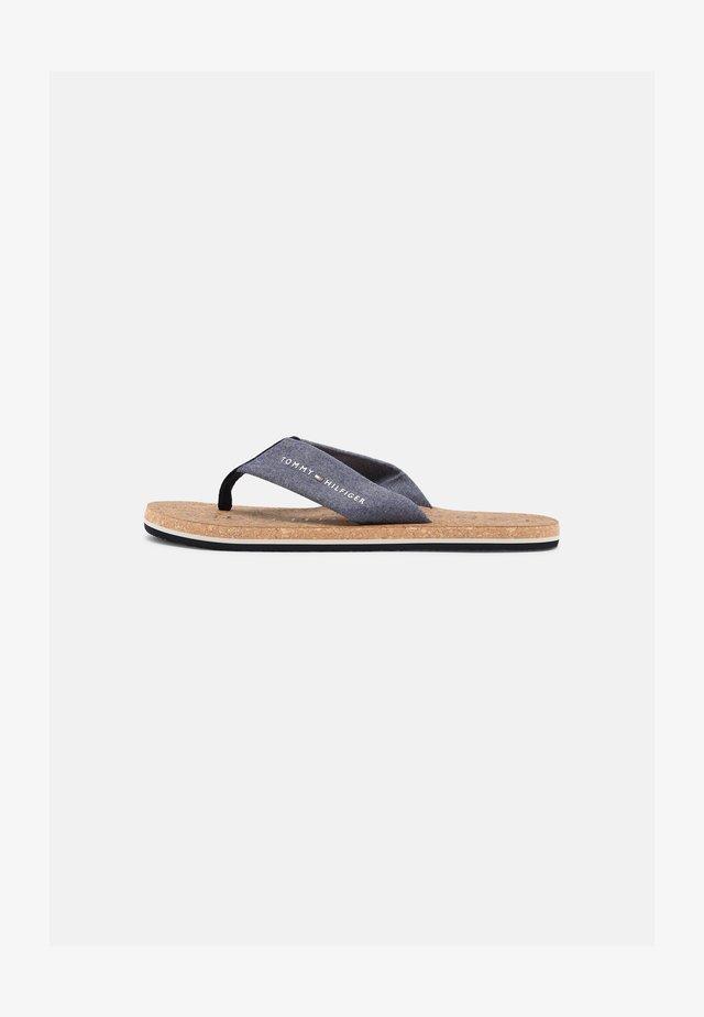BEACH - Sandály s odděleným palcem - yale navy