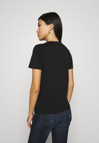 Guess - ICON TEE - T-shirt con stampa - jet black - 2
