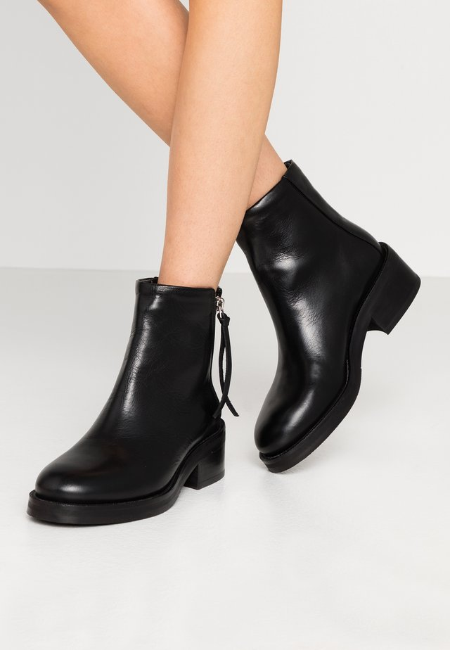 DISTRICT BOOT - Bottines - black