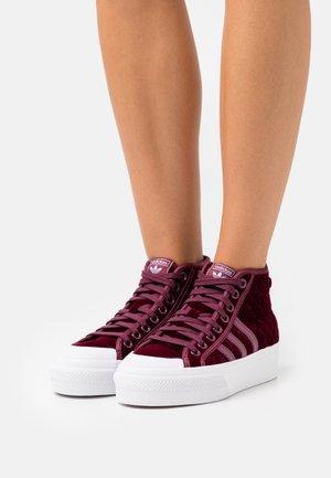 NIZZA PLATFORM MID  - Sneakers alte - victory crimson/footwear white