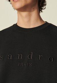 sandro - CREW UNISEX - Sweatshirt - noir - 4