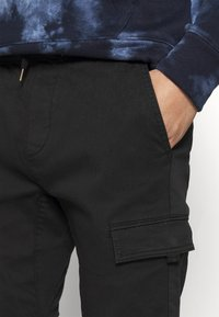 Hollister Co. - JOGGER UTILITY - Cargo trousers - black tab - 3