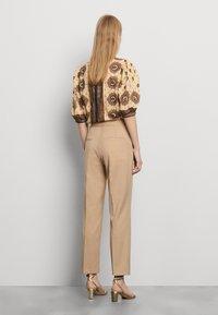 sandro - FEYNE - Trousers - beige - 2