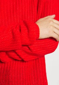Missguided Petite - OPHELITA OFF SHOULDER - Jumper - red - 5