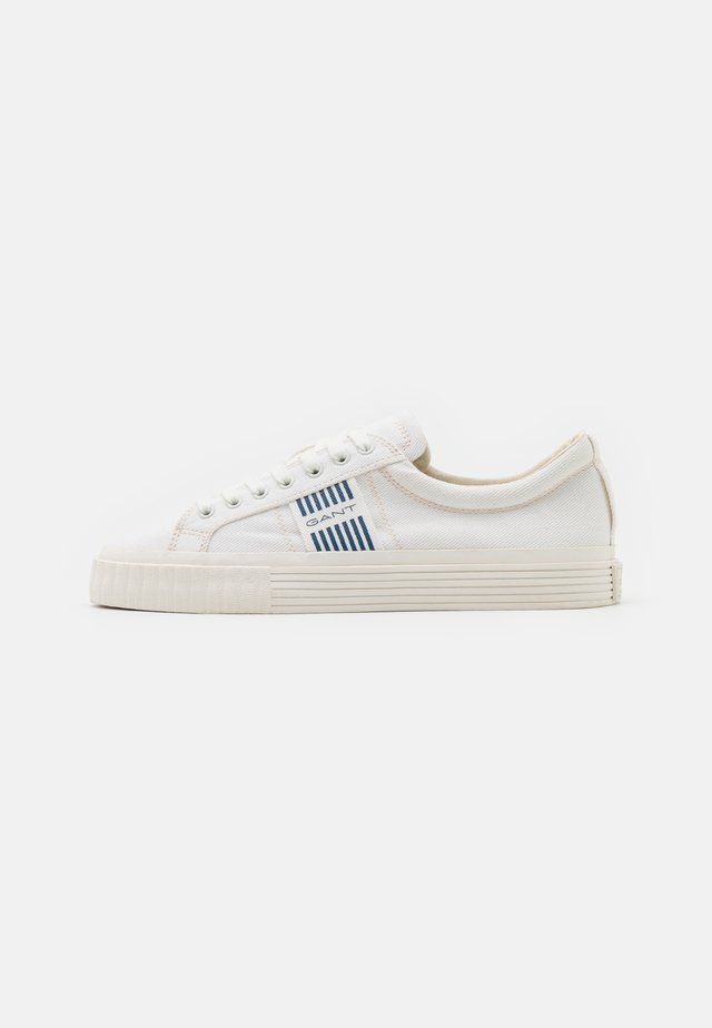 FAIRCOURT LACE SHOES - Sneakersy niskie - offwhite