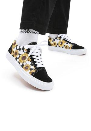 UA OLD SKOOL - Sneakers - (sunflowerembrdry)blktrwt