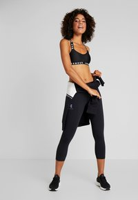 Under Armour - FAVORITE CROP GRAPHIC - Legginsy - black/onyx white - 1