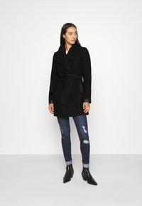 Vero Moda - VMCALASISSEL JACKET - Krótki płaszcz - black - 1