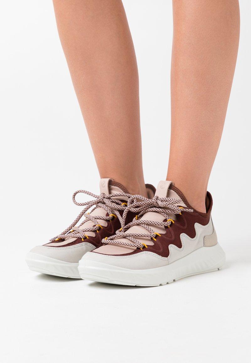 ECCO - ST.1 LITE - Sneakersy niskie - grey