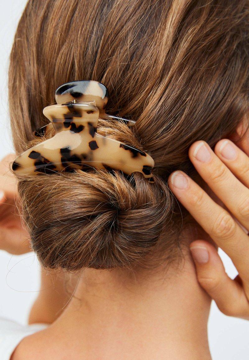 OYSHO - TORTOISESHELL-EFFECT - Hair styling accessory - beige