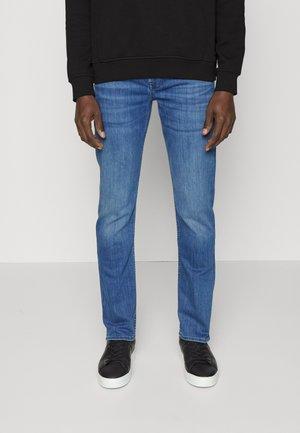SLIMMYLUXE PERFORMANCE - Slim fit jeans - mid blue