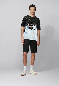 BOSS - T-shirt imprimé - patterned - 1