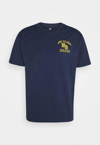 ATHLETICS VARSITY TEE - Print T-shirt - dark blue