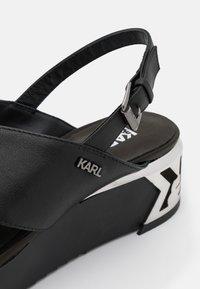 KARL LAGERFELD - K-BLOK WEDGE KROSS STRAP SLING - Sandalias con plataforma - black - 6