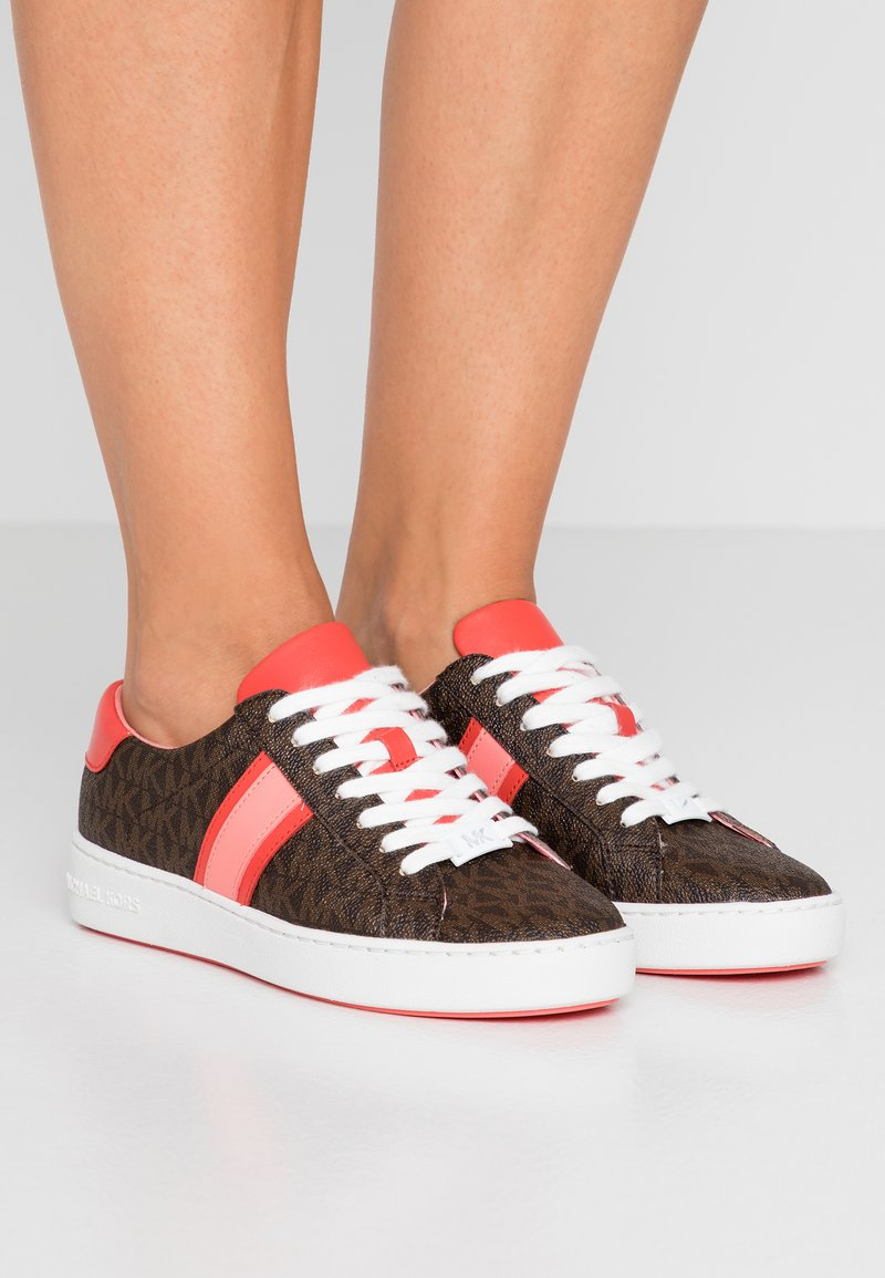 MICHAEL Michael Kors - IRVING STRIPE LACE UP - Trainers - brown