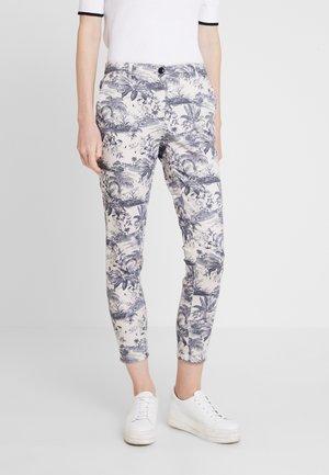 HEIDI - Slim fit jeans - kreideweiß
