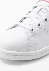 adidas Originals - STAN SMITH - Zapatillas - footwear white/real pink - 2