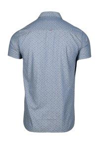 Le Temps Des Cerises - MIT ELEGANTEM ALLOVERPRINT - Shirt - blue - 6