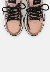 Steve Madden - AJAX - Joggesko - rose gold - 5