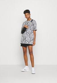 NEW girl ORDER - MONO BOARD OVERSIZED TEE - Print T-shirt - black/white - 1