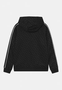 Nike Sportswear - REPEAT HOODIE - Collegepaita - black/dark smoke grey/white - 1