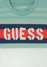Guess - Print T-shirt - mint - 2