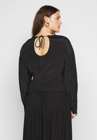 Glamorous Curve - OPEN BACK BLOUSE WITH PUFF SLEEVES - Blouse - black - 2