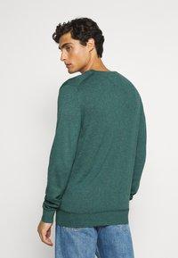 Tommy Hilfiger - CREW NECK - Sweter - green - 2