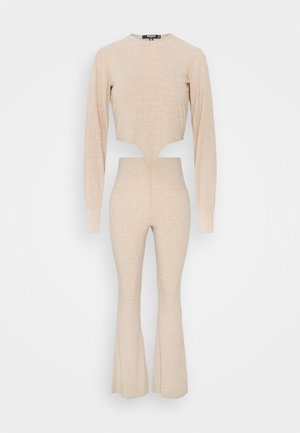 TIE FRONT BALLOON SLEEVE AND KICKFLARE TROUSER SET - Trousers - beige