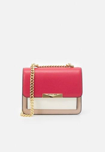 JADE XS GUSSET CROSSBODY - Across body bag - pink