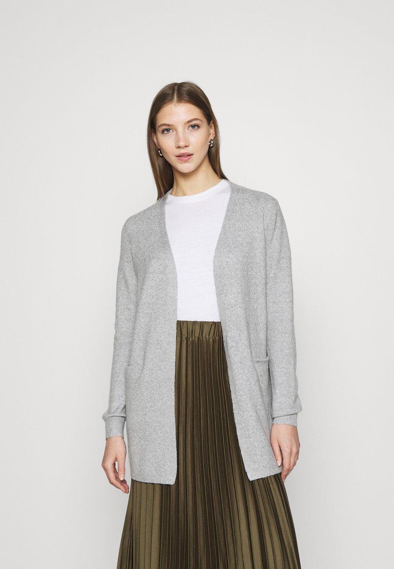 Vero Moda - VMDOFFY SHORT OPEN - Cardigan - light grey melange