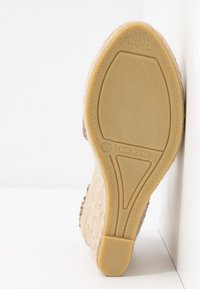 Copenhagen Shoes - KEILA - Sandały na obcasie - beige - 6