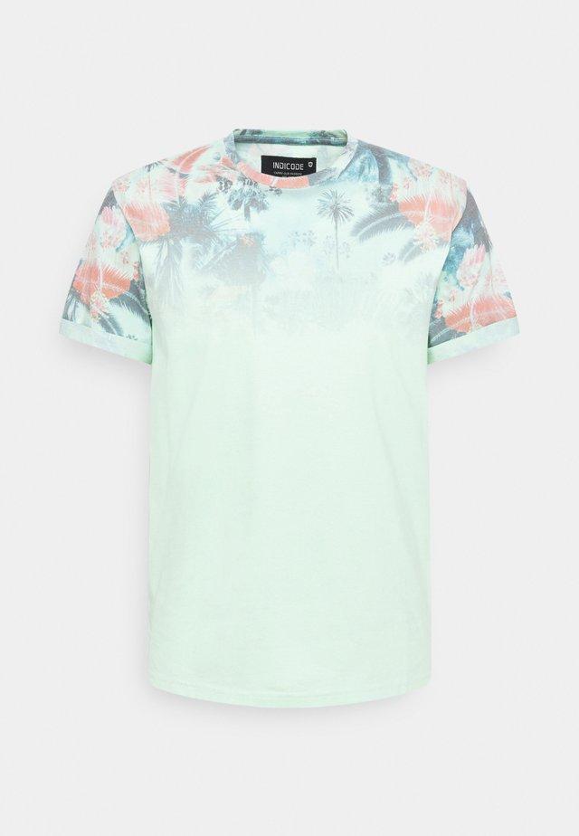 PALENCIA - T-shirt con stampa - pastel green