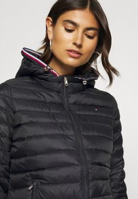 Tommy Hilfiger - ESSENTIAL - Down jacket - black - 4