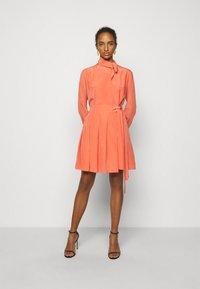 Victoria Victoria Beckham - PLEATED DRESS - Vestito elegante - lychee pink - 1
