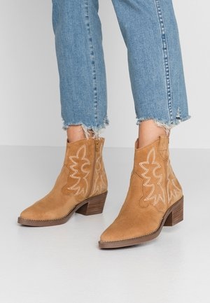TEO - Cowboy/biker ankle boot - tan