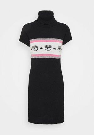 MAXILOGO MANIA DRESS - Pletené šaty - nero