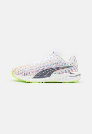 VELOCITY NITRO  - Neutral running shoes - white/spellbound/green glare