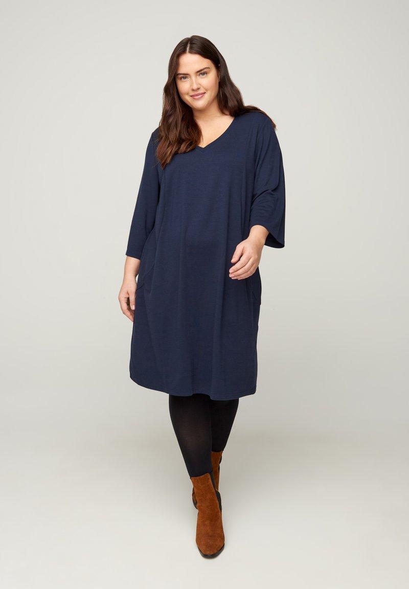 Zizzi - MIT V-AUSSCHNITT UND 3/4-ÄRMELN - Jersey dress - dark blue