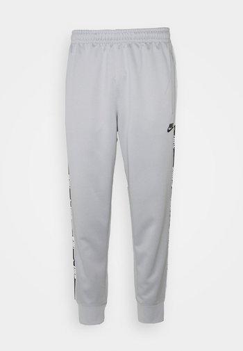 REPEAT - Pantaloni sportivi - light smoke grey/photon dust/black